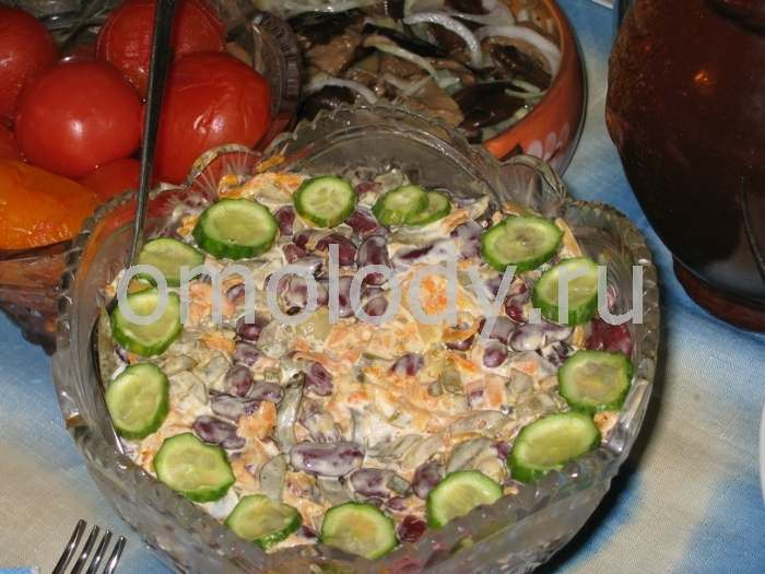 Brown or white Beans with cucumbers Salad