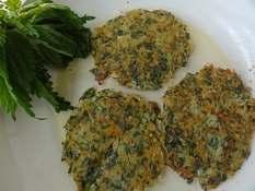 Оладьи из крапивы с морковью и картофелем
