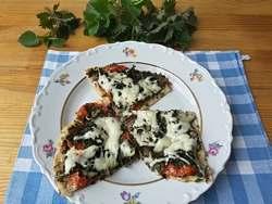 пицца с белыми грибами, крапивой и имбирем