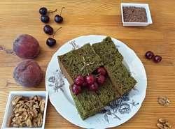 кекс с крапивой, орешками и льняным семенем