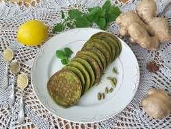 Зеленые оладьи из крапивы на кефире