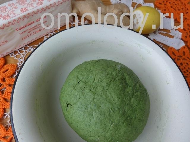 Слоеное зеленое тесто с ясноткой, крапивой