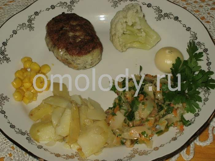 Rissoles are served with various vegetables